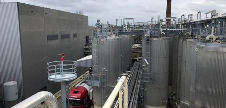 Plaatsing blusmonitoren na uitbreiding tankpark